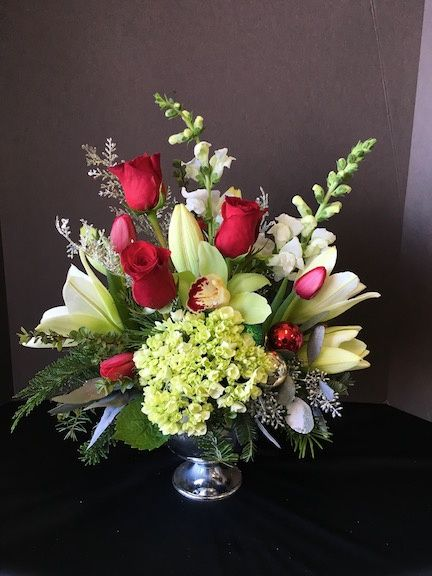 Christmas Flower Arrangements.Christmas Flower Arrangement