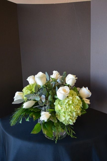 Christmas Flower Arrangements.White Christmas Flower Bouquet